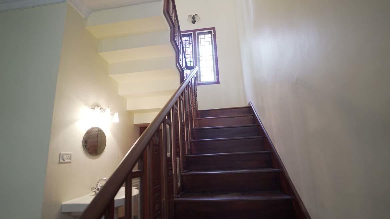 Luxury waterfront villa north Pravur - staircase